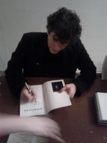 neil-gaiman-signing